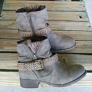 Mudd Buckled Brown/Gray Booties